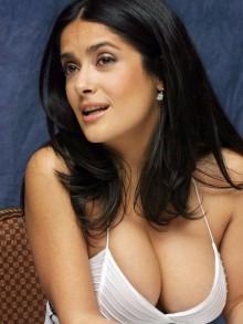 salma-hyack-boobs